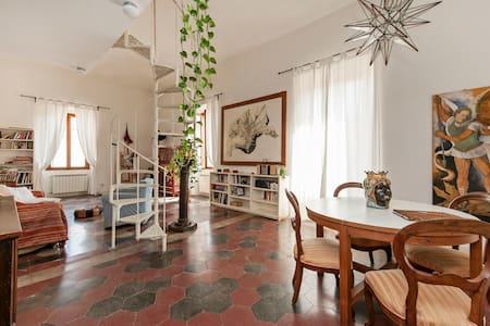 """SU al Celio"" (Colosseo) un'artista - Rome - Bed & Breakfast"