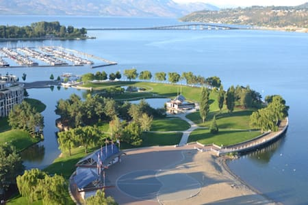 CENTRAL LUXURY, LARGE  SUITE - 2 BR - Kelowna - Bed & Breakfast