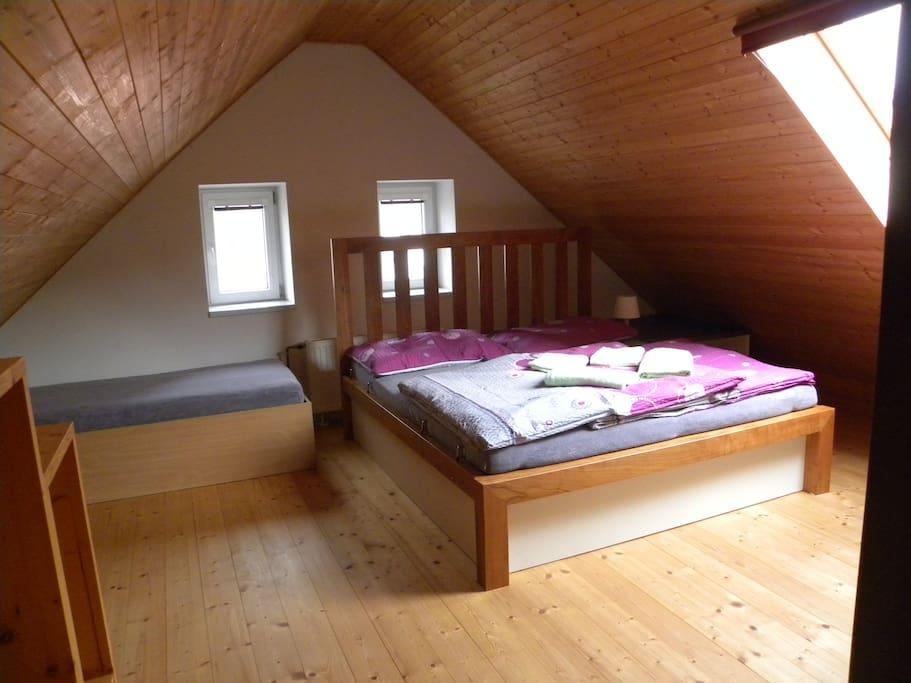 Ložnice v podkroví 3