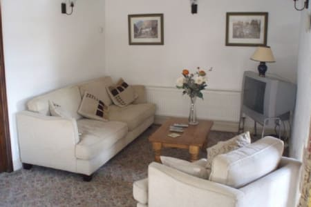 ROSEGARTH COTTAGE, Nr Penrith - Penrith  - Rumah