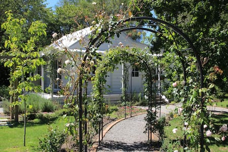 Little Branches Bed and Breakfast - Tauherenikau