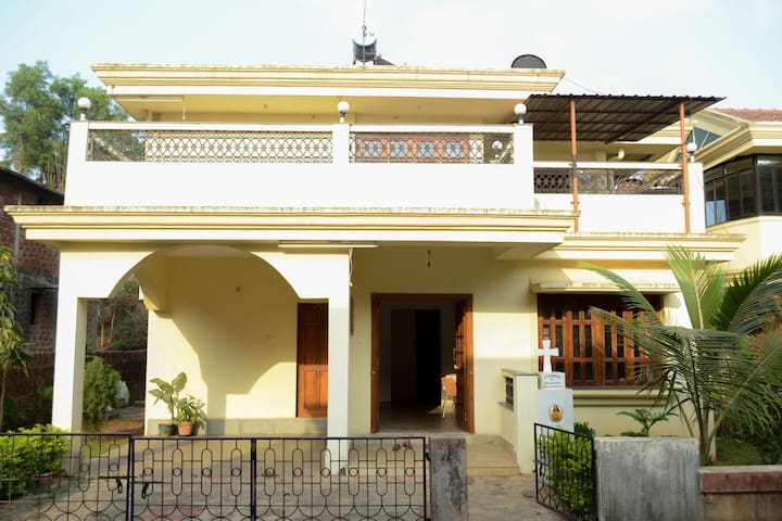 INDEPENDENT VILLA AT COLVA BEACH - South Goa - Villa