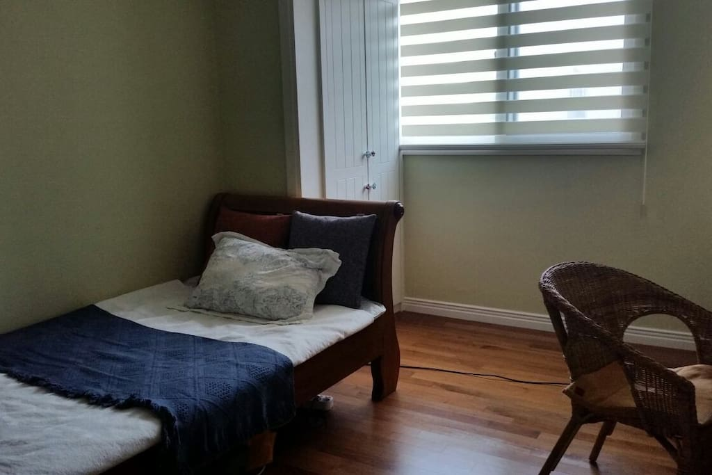 Single bedroom for guests