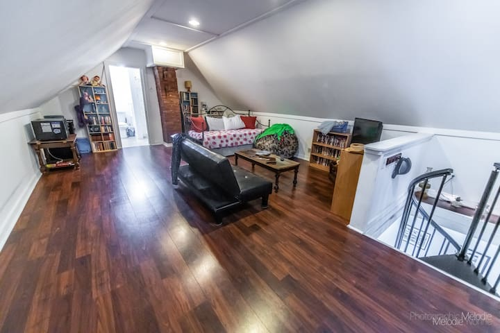 Spacious Studio minutes from everything Indy