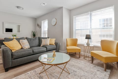 ★LUX 1 BR Apt Great Location★Free Parking !!