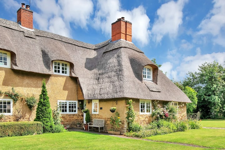 Groom Cottage , Ashby St Ledgers, Dog Friendly.