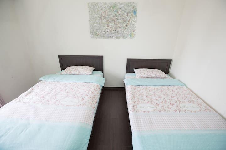 Near by T.C train station 2 single bed