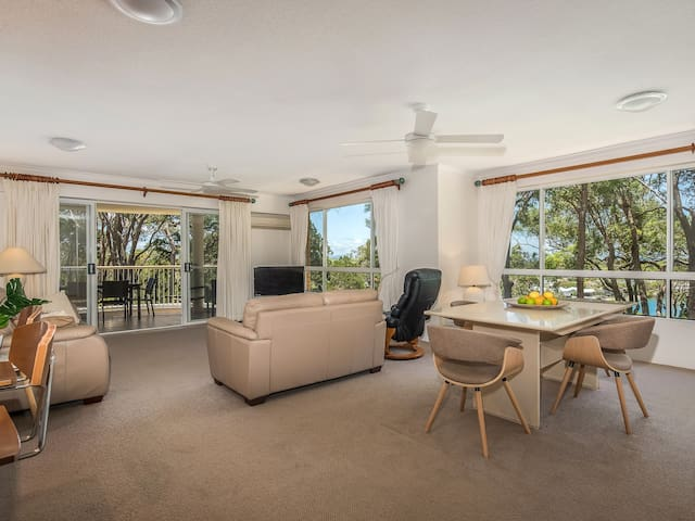 Luxury Apartment with Water Views - Noosa Heads - Apartment