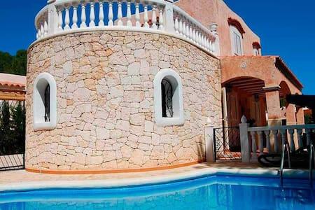 Cozy spacious villa with pool near the beach - サンタ・エウラリア・デス・リウ