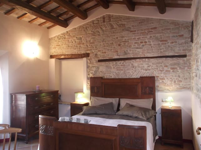 B&B CORTE DEI TURCHI - Longiano - Bed & Breakfast