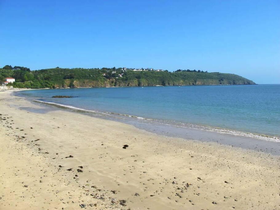 la plage à 3 mn a pied