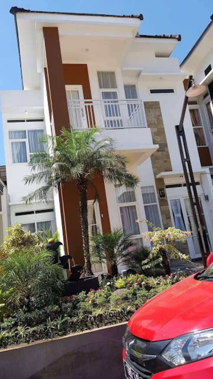 Villa Nala Malang is a 4-star stay for your family