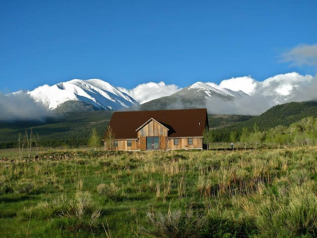 Barn Home in Rocky Mountains - Westcliffe - Huis