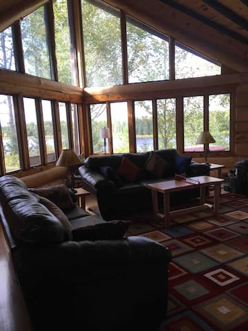 3rd night free! Large group friendly log cabin.