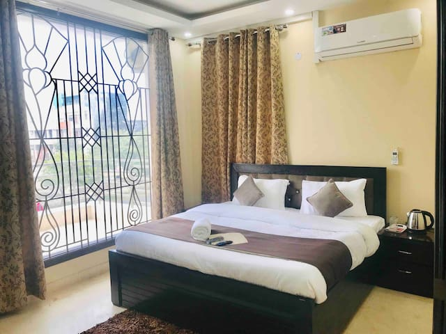 OLIVE 1 Bed Apt with Kitchen @ India Expo Noida