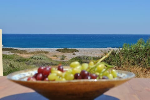 Live by the sea at House Almyra