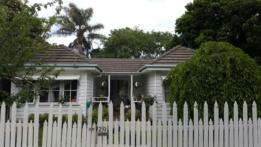 Double Bedroom in Cottage - Frankston - Huis