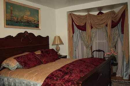 Sawyer Mansion - Italian Bedroom - Whitingham - Bed & Breakfast