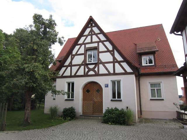 stadtnahe Wohnung mit Weitblick - Leinburg - Apartment