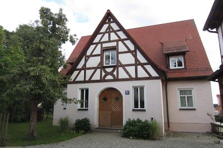 stadtnahe Wohnung mit Weitblick - Leinburg - Huoneisto