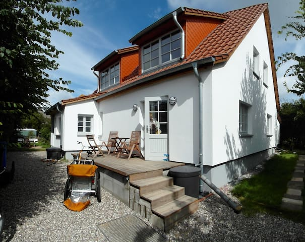 Ferienwohnungen Hügelhus EG & DG - Hiddensee