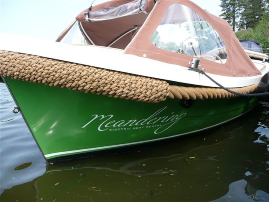 We chose an electric sloop, with a silent engine, happy colours, designed to enjoy life