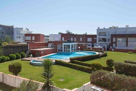Apartment with fantastic pool near the beach - Fão - Lägenhet