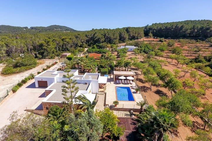 Can empedrat piscina chillout vistas et 0375 e villas en for Piscinas naturales horta de sant joan