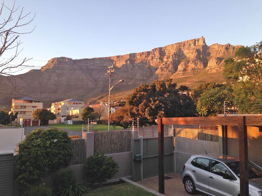 Fantastic views of Table Mountain from the large front verandah. Big sofa to relax on.