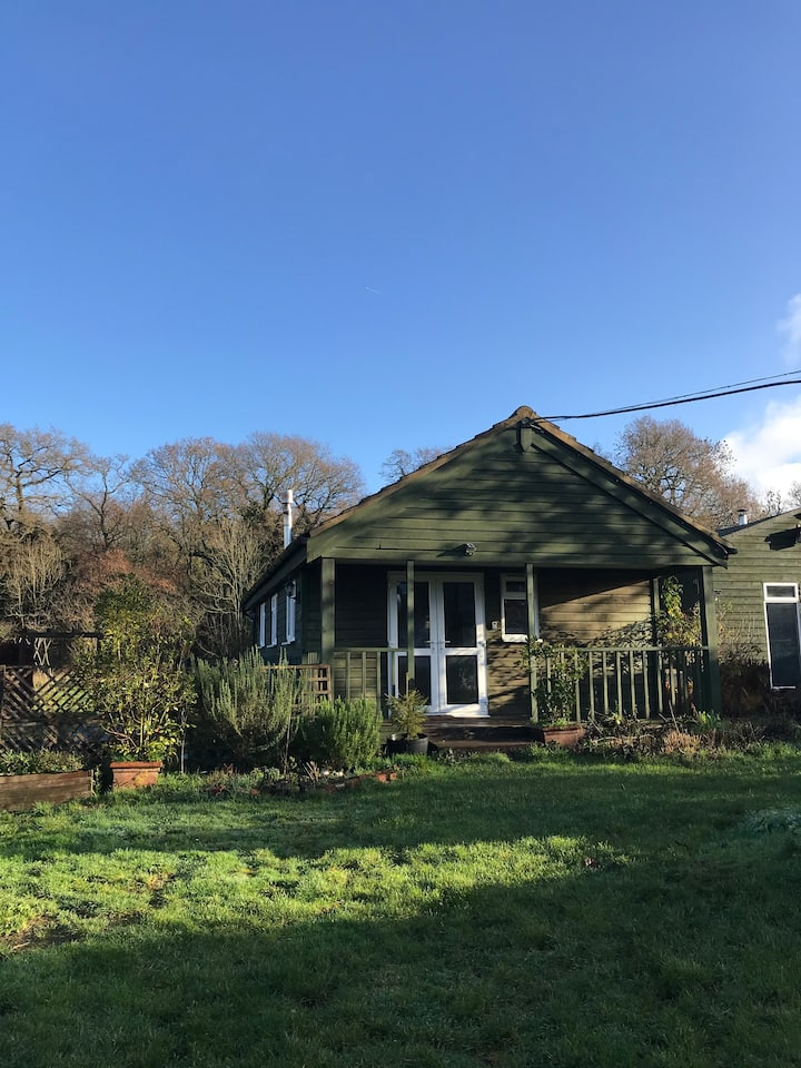 Blacknest Cabin with access to Alice Holt forest