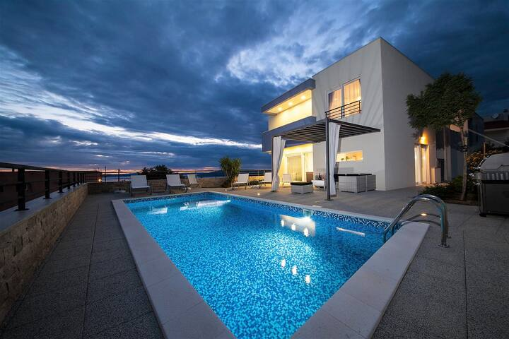 Luxury Villa Red Silk with Pool