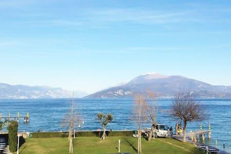 SIRMIONE :lake wiew,private beach - Wohnung