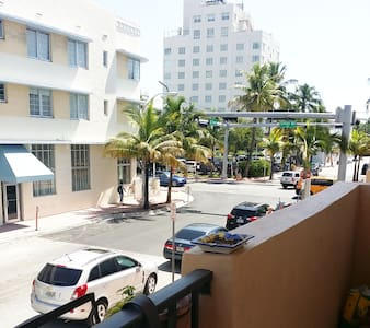 1200 Collins Ave - 2/2 with parking