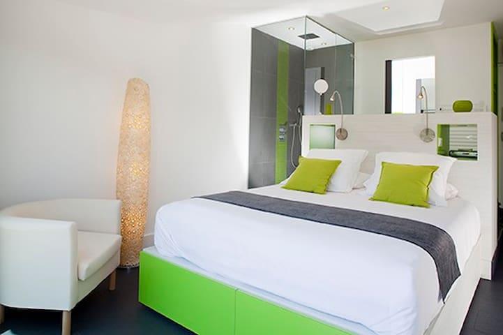 une chambre OBSERVATOIRE avec vue - la palud sur verdon - Bed & Breakfast