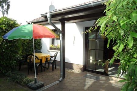 Ferienhaus mit Grillplatz und Sauna in Strandnähe - Kröslin