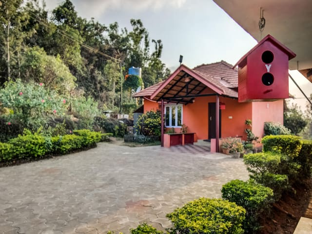 OYO - Artistic 1BR Stay amidst Lush Greens