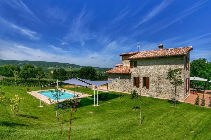 Villa with private pool, rural and modern decor, stunning views