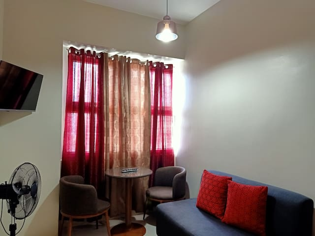 Quezon city budget 1br near timog avenue