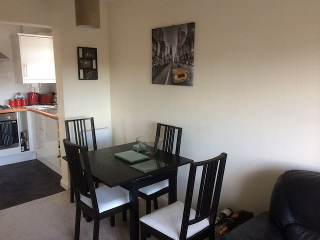 Spacious, well presented flat in East Bristol - Bristol - Byt