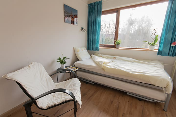 Bright & comfortable room 30 min. from Amsterdam