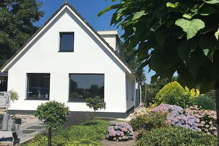 Vrijstaand huis (buitengebied) ideaal met honden - Daarlerveen - บ้าน