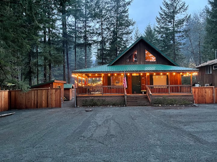 Quiet, Family Friendly Cabin in Packwood WA