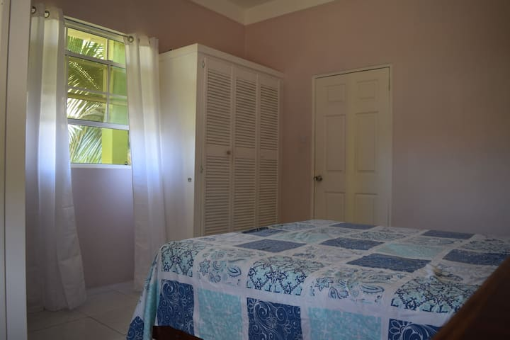 Airport View Apartments, Cozy Private Room, 1B