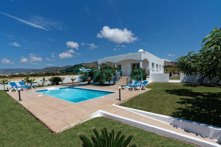 Bungalow Isol in Argaka private swimming pool 5 minutes walk from the beach