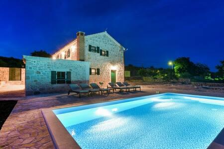 Beautiful stone villa with swimming pool