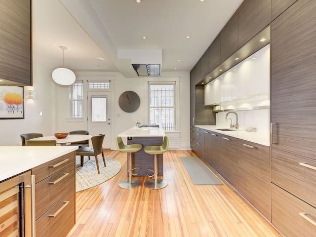 Completely Updated Cap Hill House/Block to Metro