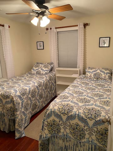 Second bedroom - 2 Twin XL beds