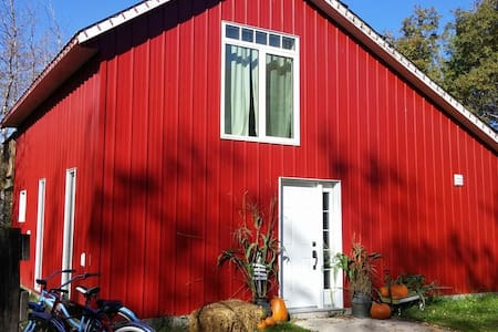 The Lil Red Barn B&B - Grunthal - Bed & Breakfast