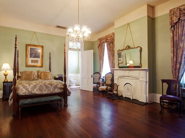 DEGAS HOUSE! Josephine Room - on Esplanade Ave