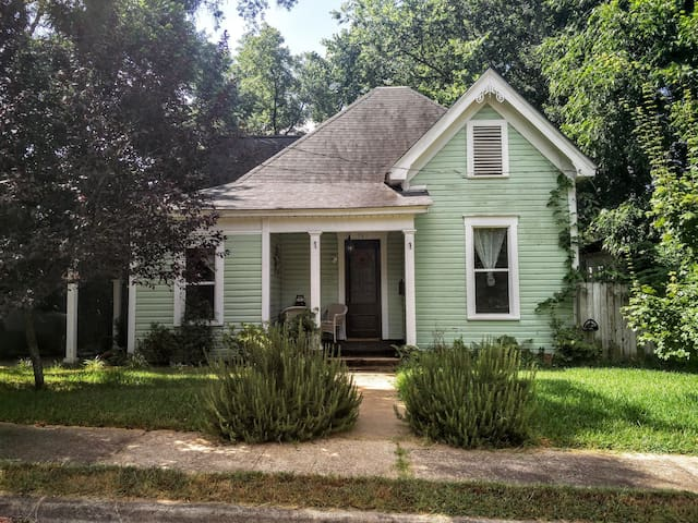 Bed & Bath in Historic Home - Nacogdoches